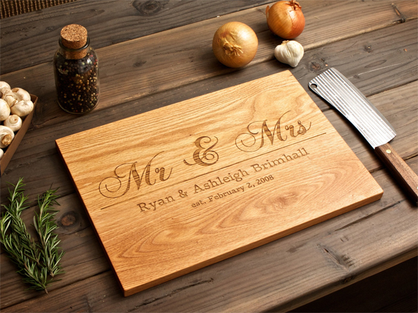 engraved wooden board wedding favour (2)