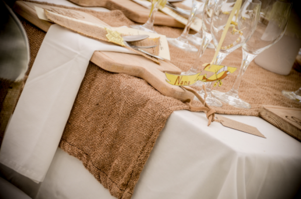 wooden boards wedding reception (1)