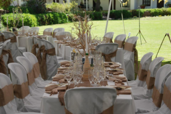 wooden boards wedding reception (2)